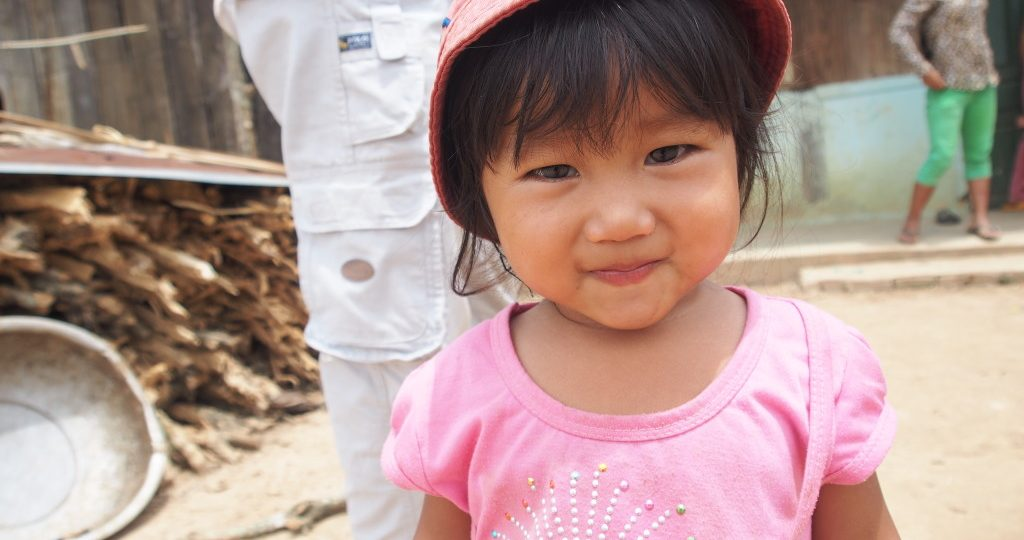 Xuan stopped at a small village, and handed a bag of sweets to a mother.  This little girl wandered over to us and wouldn't stop smiling!