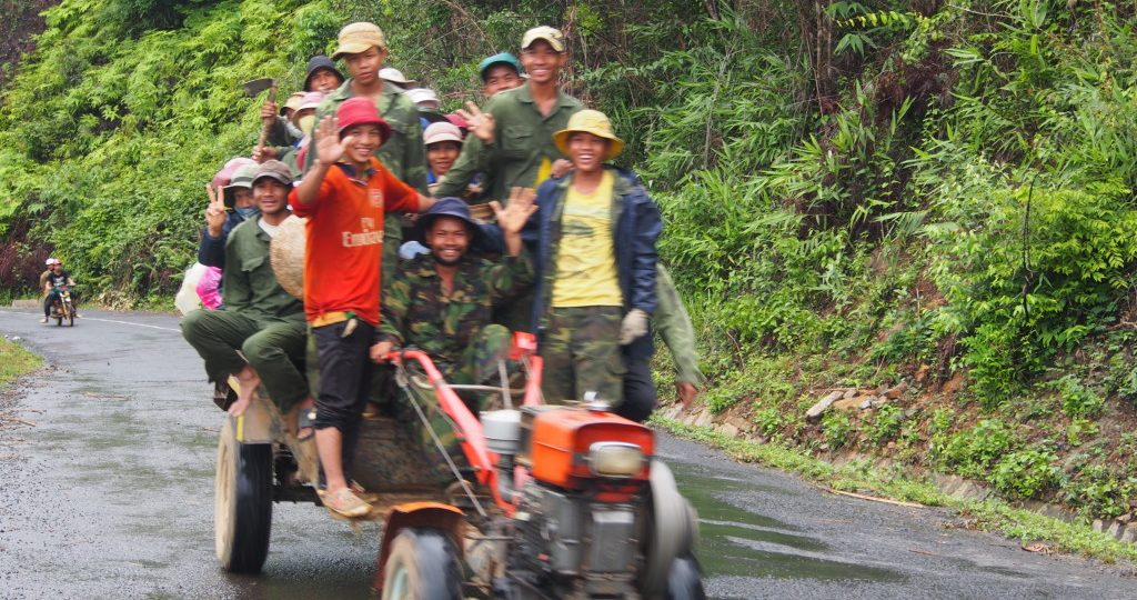 Xuan explained that these were minority workers heading home after a day in the fields.